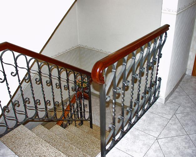 Cimca s n c carpenteria metallica cancelli inferiate for Grate in legno per balconi