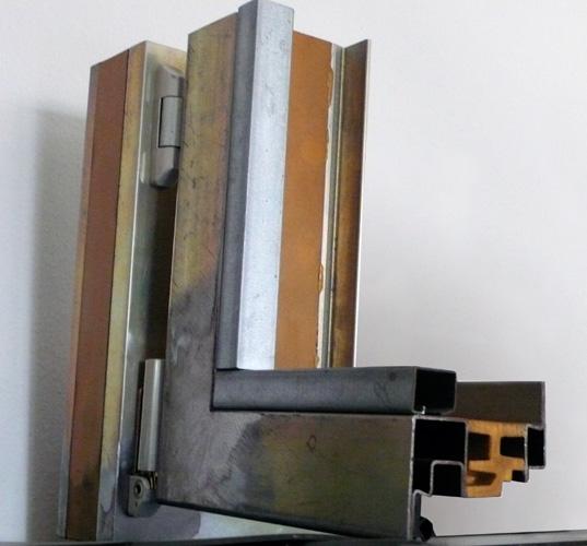 Il meglio di potere profili alluminio porte scorrevoli for Profili per gradini in acciaio